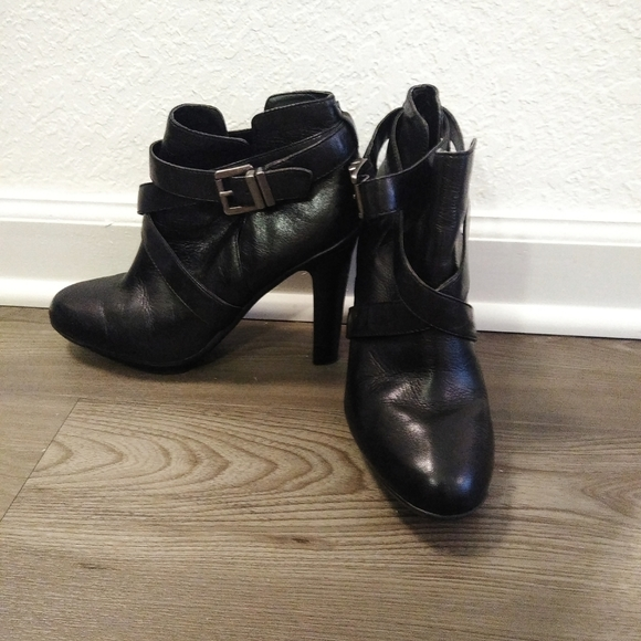 Kenneth Cole Reaction hi heel booties size…